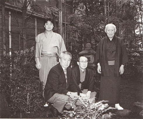 西麻布 庭にて 左より 浩之・誠之助・清・孝太郎