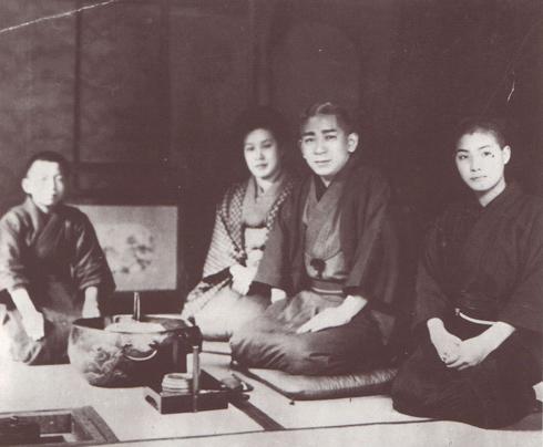 赤坂七宝の間にて 左より中島洋一、吉田富子、吉田五郎三郎、中村一雄